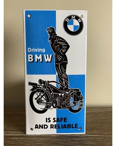 Plaque émaillée Driving BMW is safe and reliable