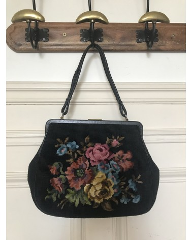 Sac vintage noir brodé de fleurs