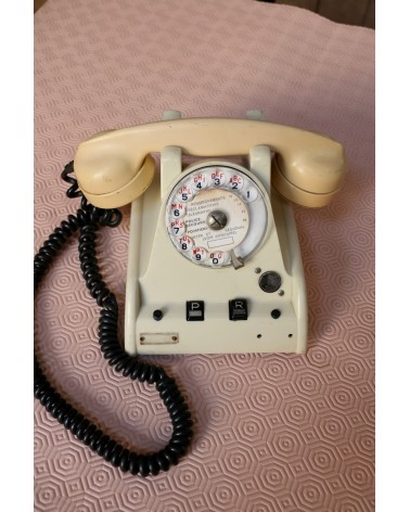 téléphone ancien en bakélite