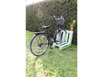 Comment créer un garage à vélos avec une palette ?